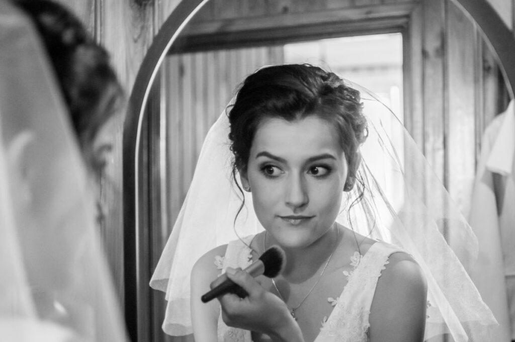 Ostatnie poprawki Panny Młodej przed Ślubem