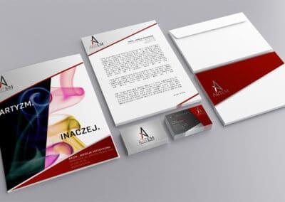 Projekt identyfikacji wizualnej firmy, zawierający wizytówkę, folder, papier firmowy oraz kopertę