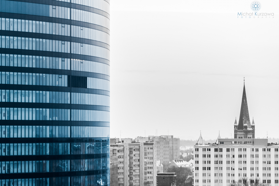 Sky tower oraz Kościół pw św. Karola Boromeusza we Wrocławiu