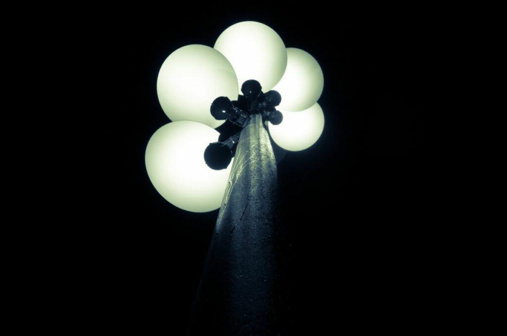Lampa uliczna przy dworcu kolejowym we wrocławiu