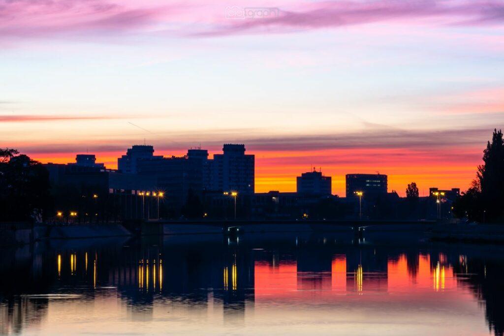 Wrocławski Manhattan o wschodzie słońca
