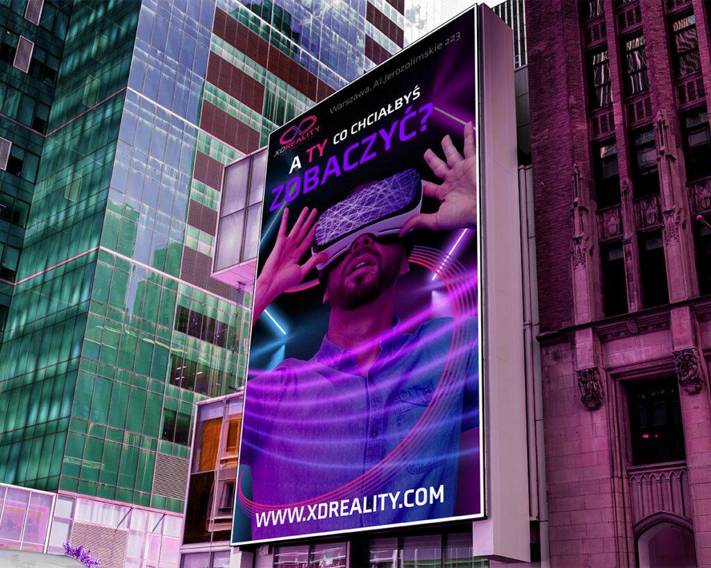 Duży billboard reklamowy na budynku