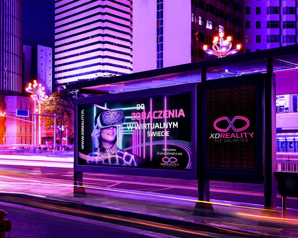 Billboard reklamowy na przystanku autobusowym